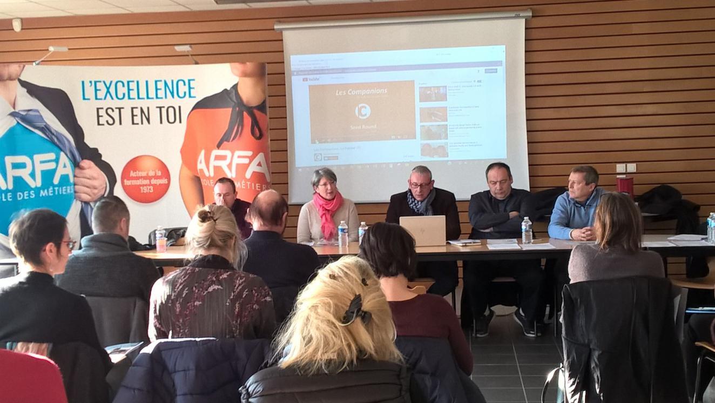 Fabrice Gontard (à gauche) et l'équipe pédagogique de l'ARFA font connaître des réalités des métiers et l'artisanat et des filières.  Photo Françoise CHAUMET